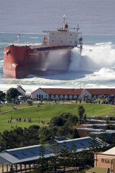 Фото прикол  про кораблекрушение