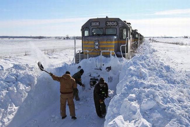 Фото прикол  про зиму и поезда