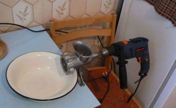 Фото прикол  про перфоратор и приготовление пищи