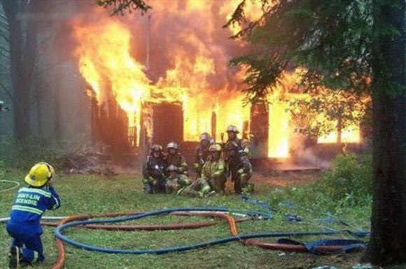 Фото прикол  про пожарных