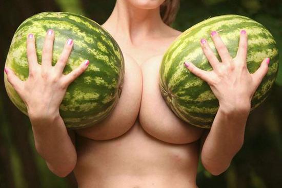 Фото прикол  про арбуз, женскую грудь пошлый