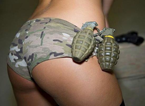 Фото прикол  про гранату и задницу
