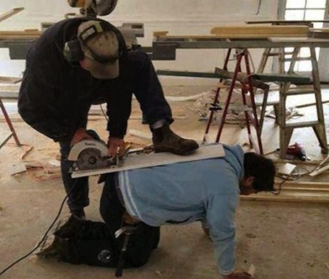 Фото прикол  про идиотов и строителей