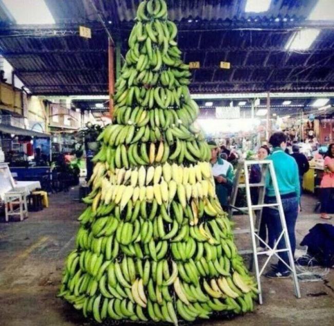 Фото прикол  про ёлку и банан