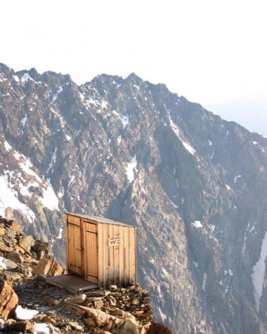 Фото прикол  про горы и туалет