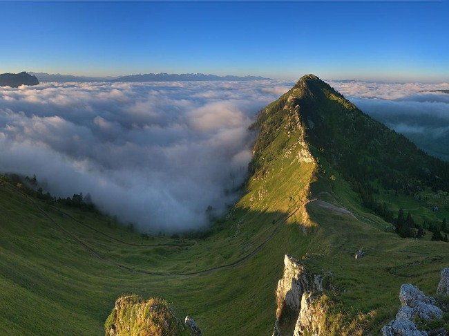 Фото прикол  про горы и облака