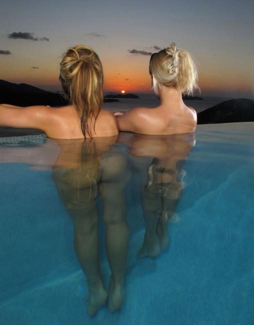 Фото прикол  про девушек, раздетых людей, закат, бассейн пошлый