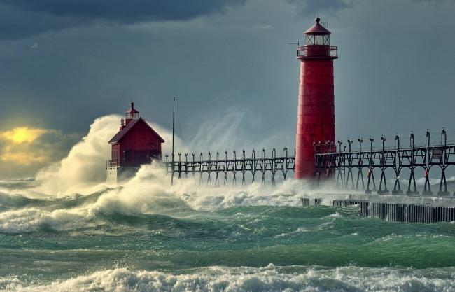 Фото прикол  про волну и маяк