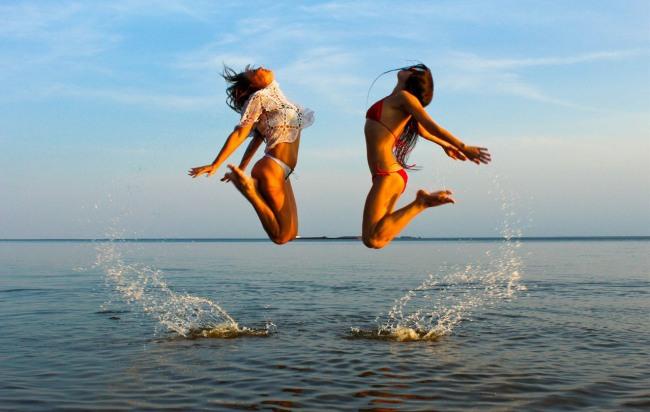 Фото прикол про девушек и прыжки