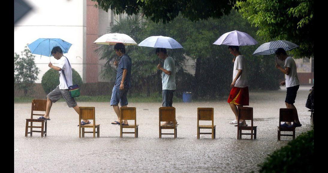 Картинка про сильный дождь прикольные