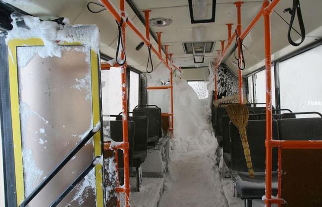 Фото прикол  про автобус и зиму