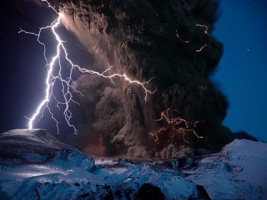 Фото прикол  про вулканы и молнию