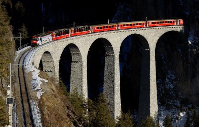 Фото прикол  про поезда и мост
