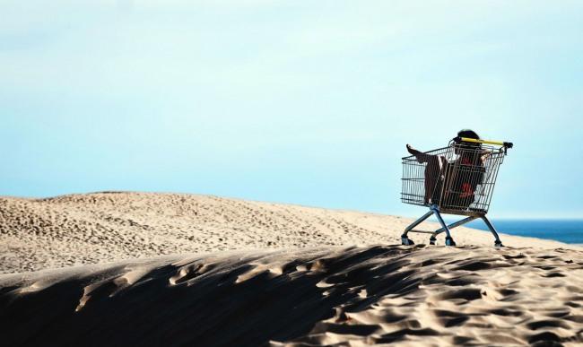 Фото прикол  про женщин, пустыню и шоппинг