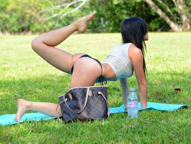 Фото прикол  про девушек и йогу