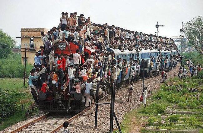 Фото прикол  про поезда и индусов