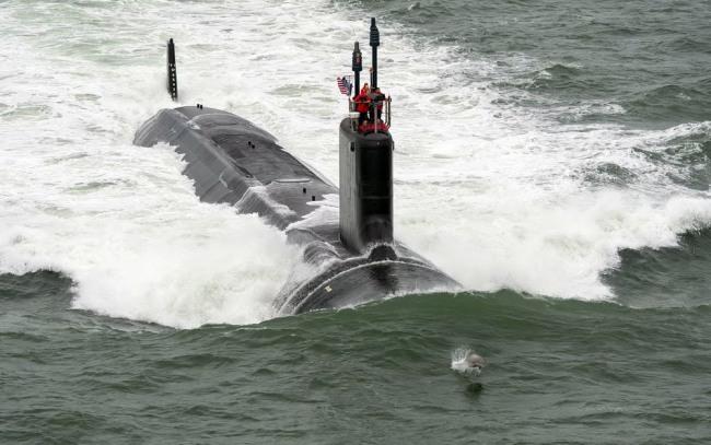 Фото прикол  про подводную лодку и дельфинов