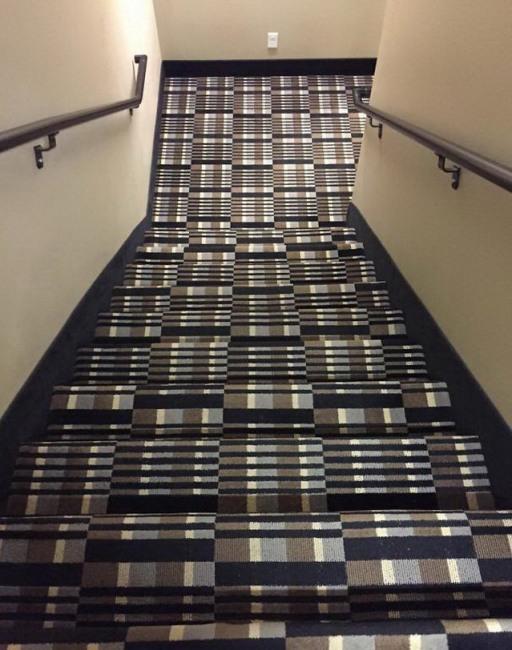 Фото прикол  про лестницу черный