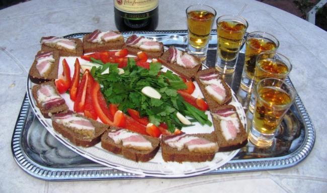 Фото прикол  про еду, алкоголь, сало, бутерброд и натюрморт