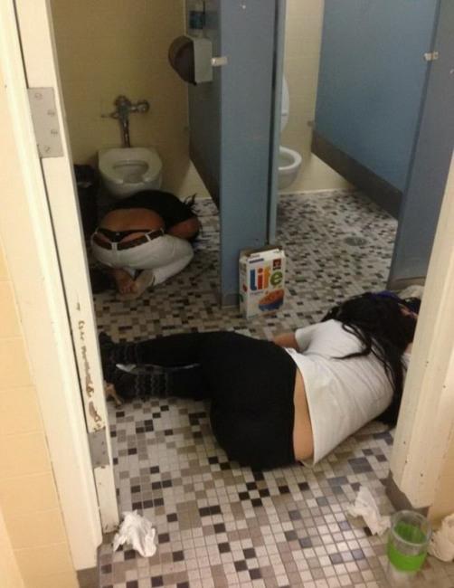Фото прикол  про туалет, девушек и пьяных