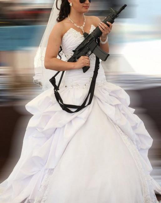 Фото прикол  про невесту, оружие, поиск черный