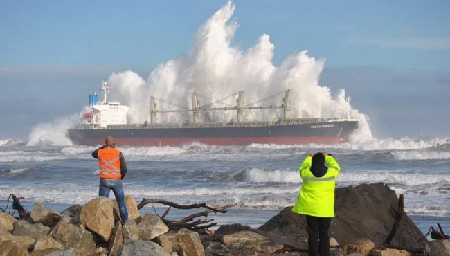 Фото прикол  про корабли, шторм и волну