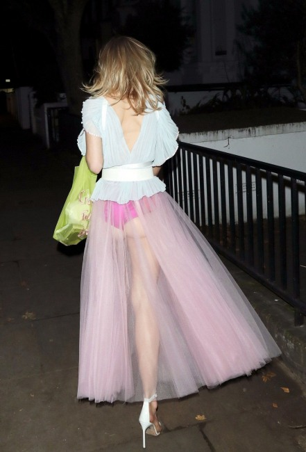 Фото прикол  про юбку, прозрачность пошлый
