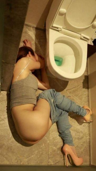 Фото прикол  про девушек, пьяных, ягодицы пошлый