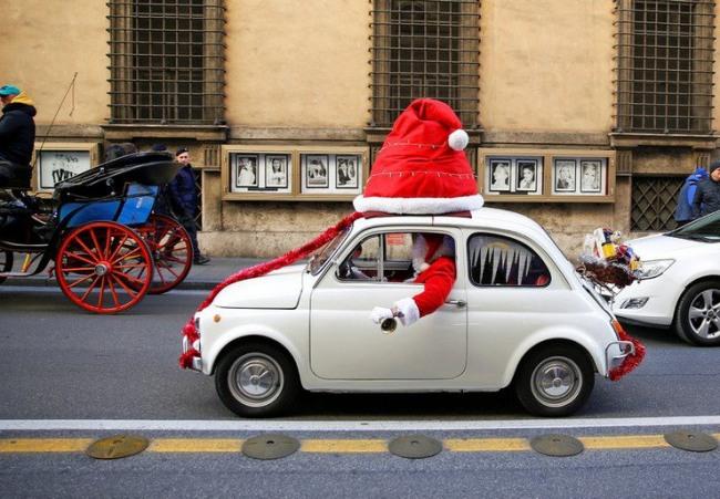 Фото прикол  про деда мороза и автомобили