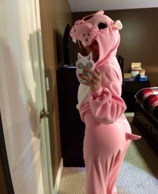 Фото прикол  про костюм и бегемота