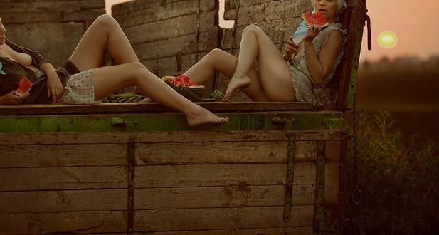 Фото прикол  про арбуз, эротику и деревню