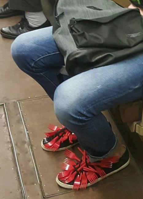 Фото прикол  про вилку и обувь