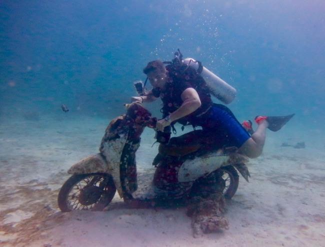 Фото прикол  про водолазов и мотоцикл