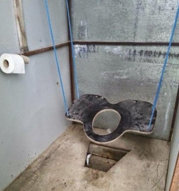 Фото прикол  про туалет и качели