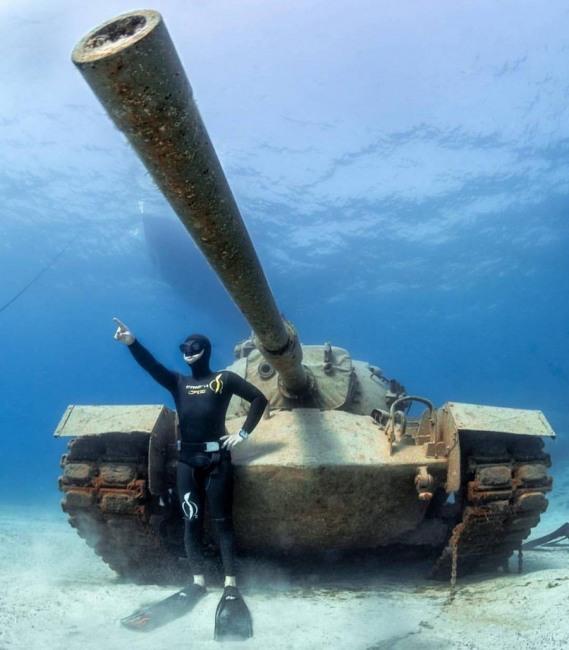 Фото прикол  про водолазов и танк