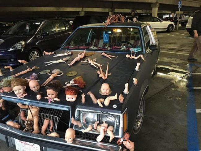 Фото прикол  про автомобили и куклу
