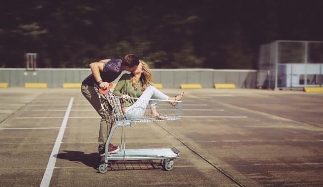 Фото прикол  про поцелуи, шоппинг и романтику