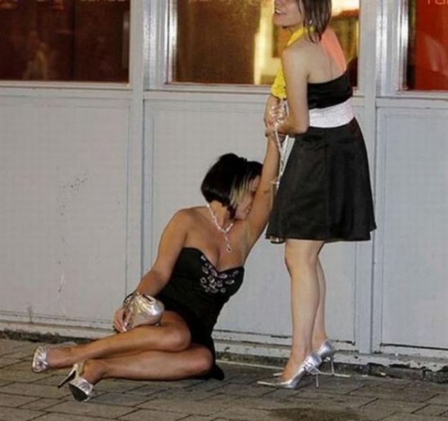 Фото прикол  про подруг и пьяных