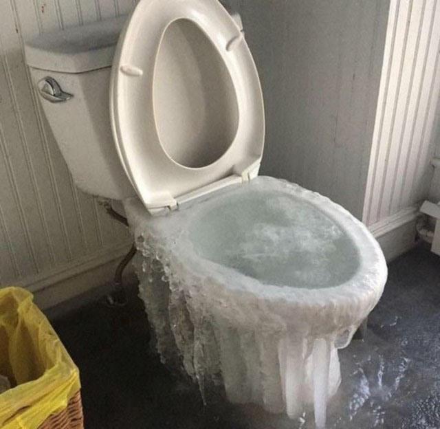 Фото прикол  про унитаз, лед и холод