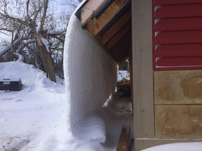 Фото прикол  про снег и крышу