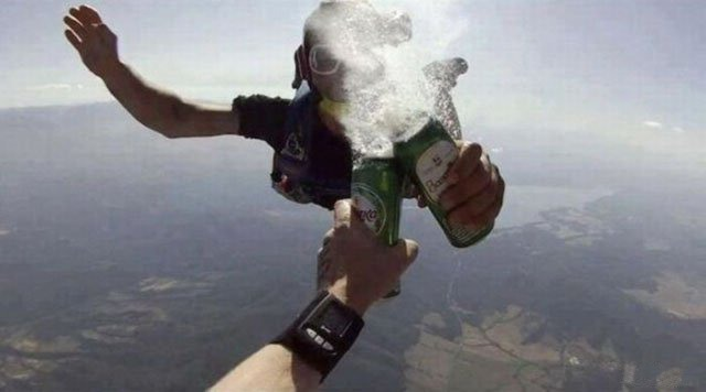 Фото прикол  про парашютистов и пиво