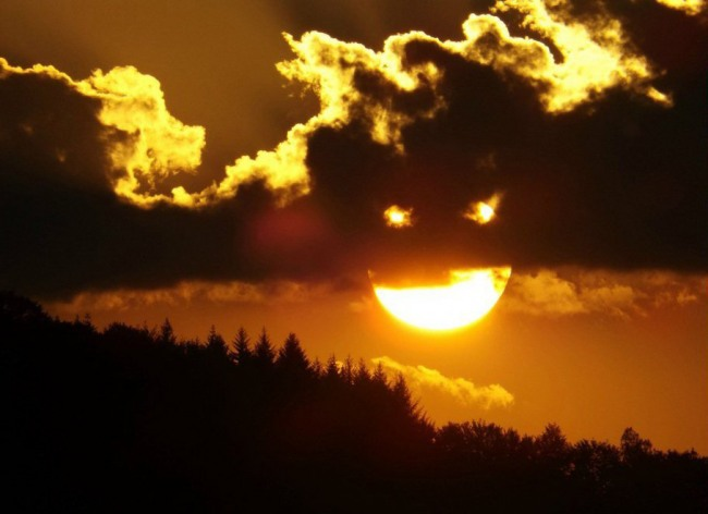 Фото прикол  про облака, солнце игра воображения