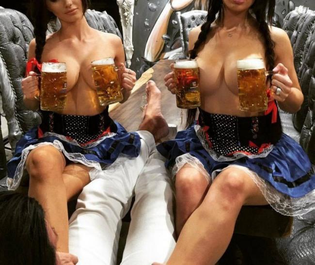 Фото прикол  про женскую грудь, пиво пошлый