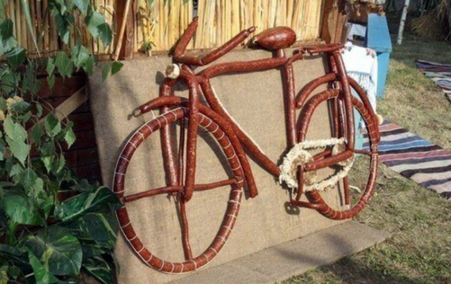 Фото прикол  про велосипед и колбасу