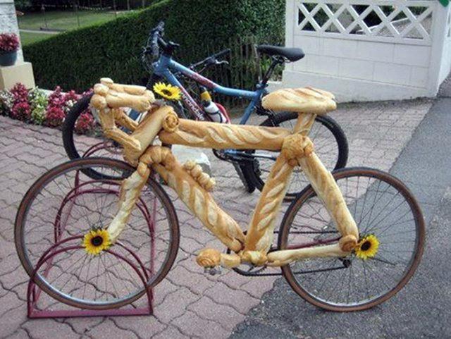 Фото прикол  про велосипед и хлеб