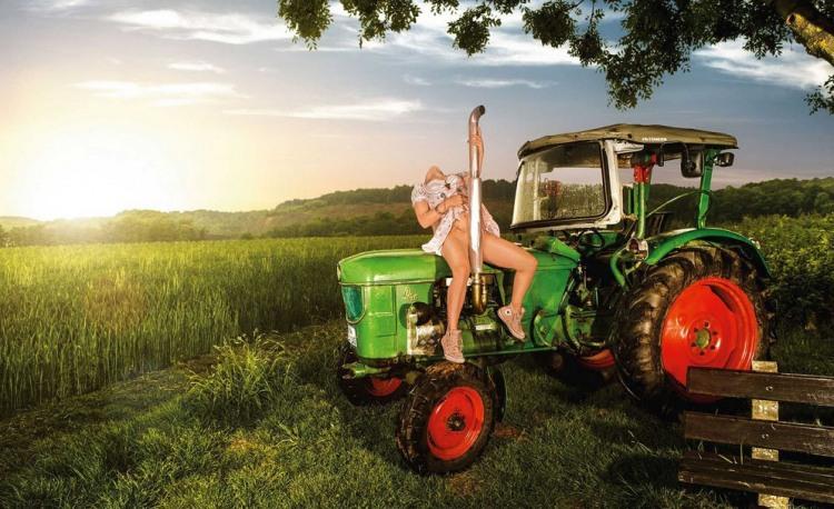 Фото прикол  про трактор, эротику, интимный пошлый