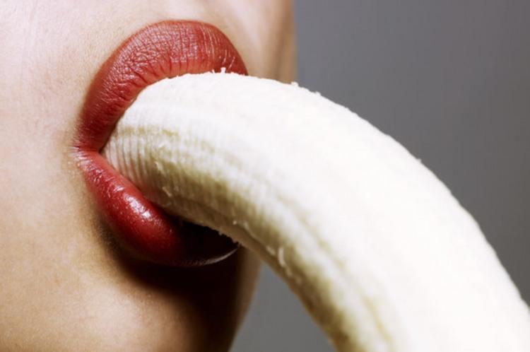 Фото прикол  про банан и губы
