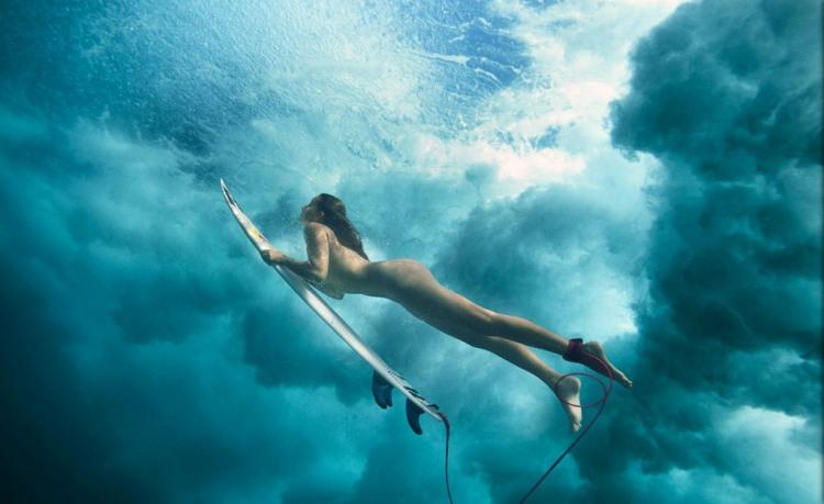 Фото прикол  про серфинг, девушек и раздетых людей