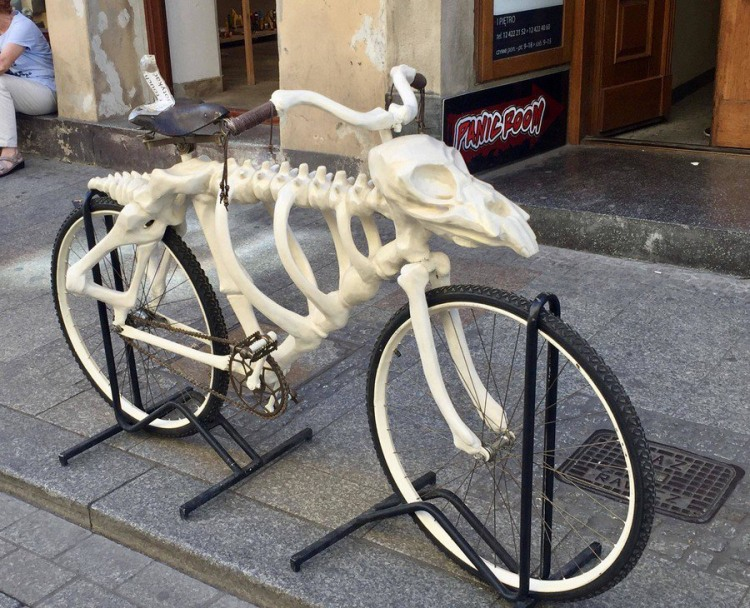 Фото прикол  про велосипед и скелет