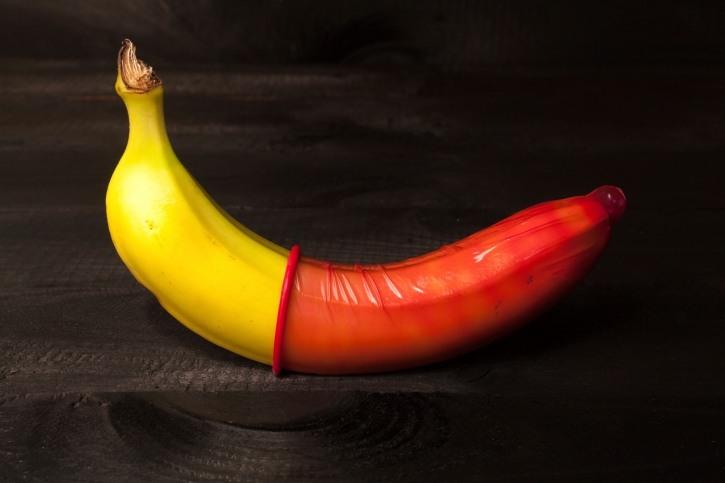 Фото прикол  про банан и презервативы